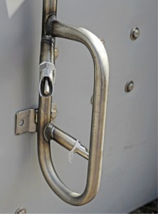 Ransucon suojakaarella varustettu kaksoisnippa sopii esimerkiksi lastaustilaan tai muuhun ahtaaseen paikkaan, jossa on tarvetta suojata nipat sikojen tönimiseltä tai siat nippojen kolhuilta. www.ransuco.fi