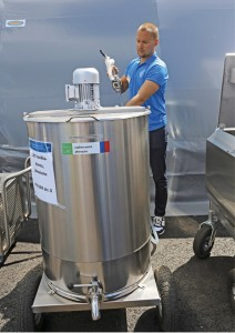 LAC Vasikka-Amma on juoman jakovaunu, jossa on termostaattiohjattu juoman lämmitys ja sekoitin jauheesta tehtävää juomaa varten. Vaunuun mahtuu 200 litraa juomaa ja annostelupistoolissa on juomanlaskijan työn helpottamiseksi mittari. Isot pyörät helpottavat liikuttamista. Hinta 3435 €. www.finnlacto.fi
