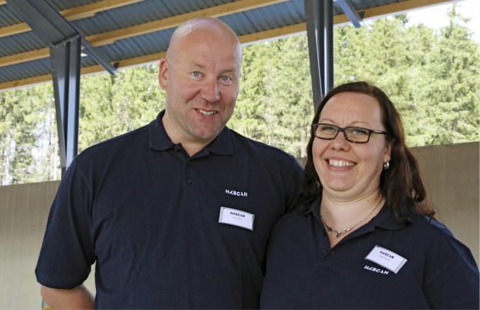 Jyrki ja Minna Pullisella on hymy herkässä, kun uudet kasvattamot on saatu valmiiksi.